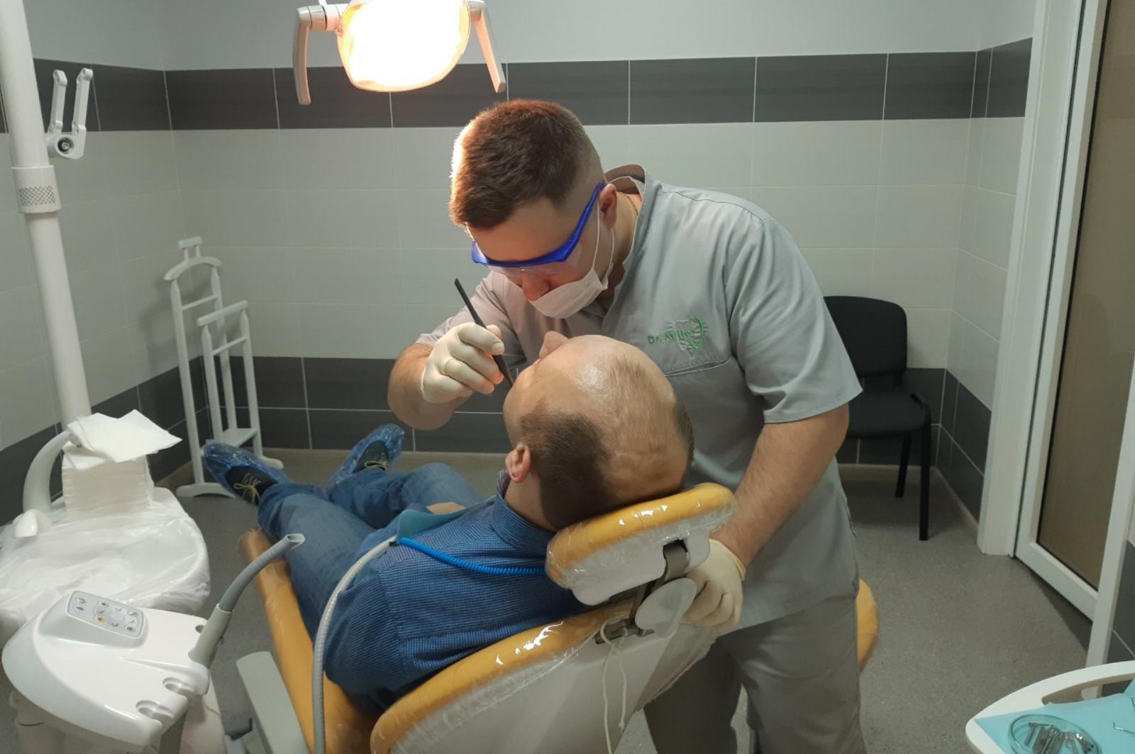 Огляд у стоматолога в клініці Dr.Miller
